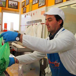 Fra slakterforretningen Chalet della Carne i Tolfa – Cappuccini, Tolfa, Italia