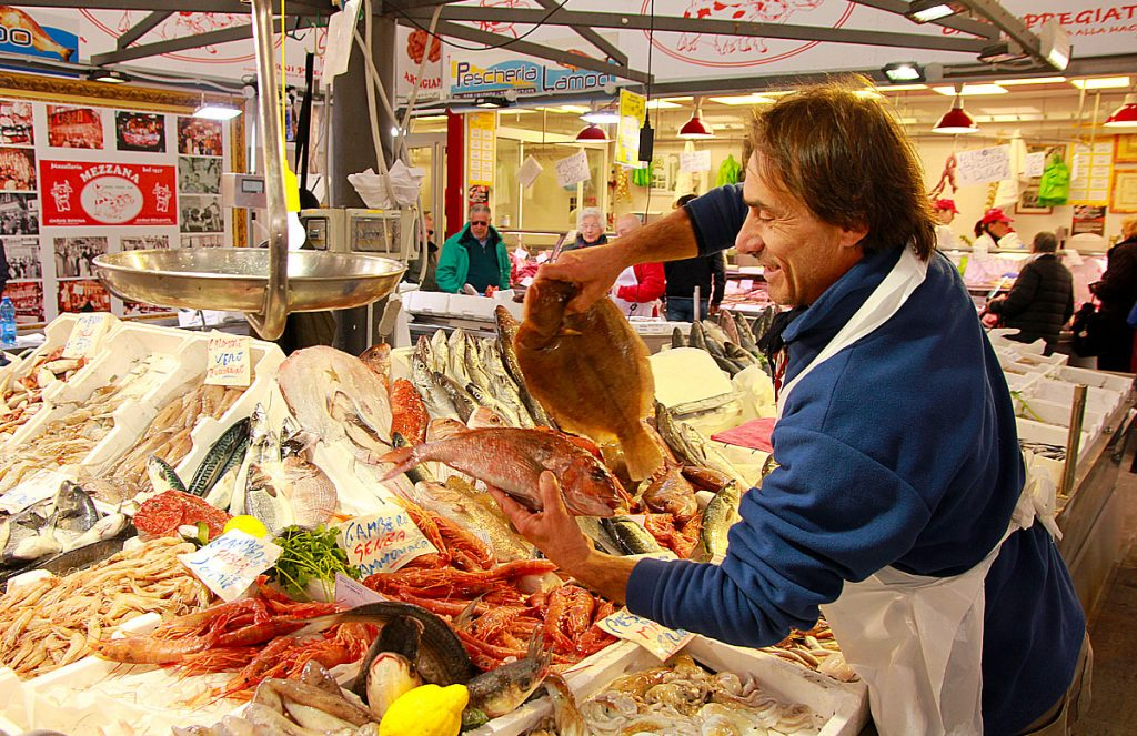 Fiskehandler Stefano Benedetti i Civitavecchia – Cappuccini, Tolfa, Italia