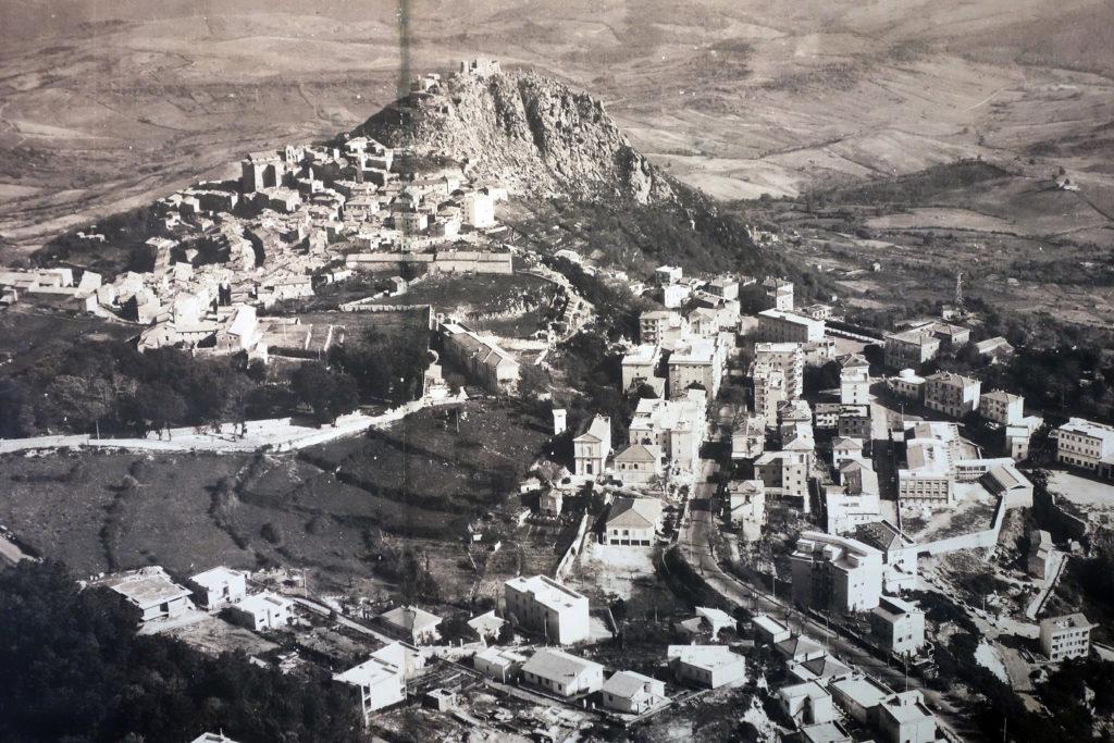 Historisk panorama over Tolfa